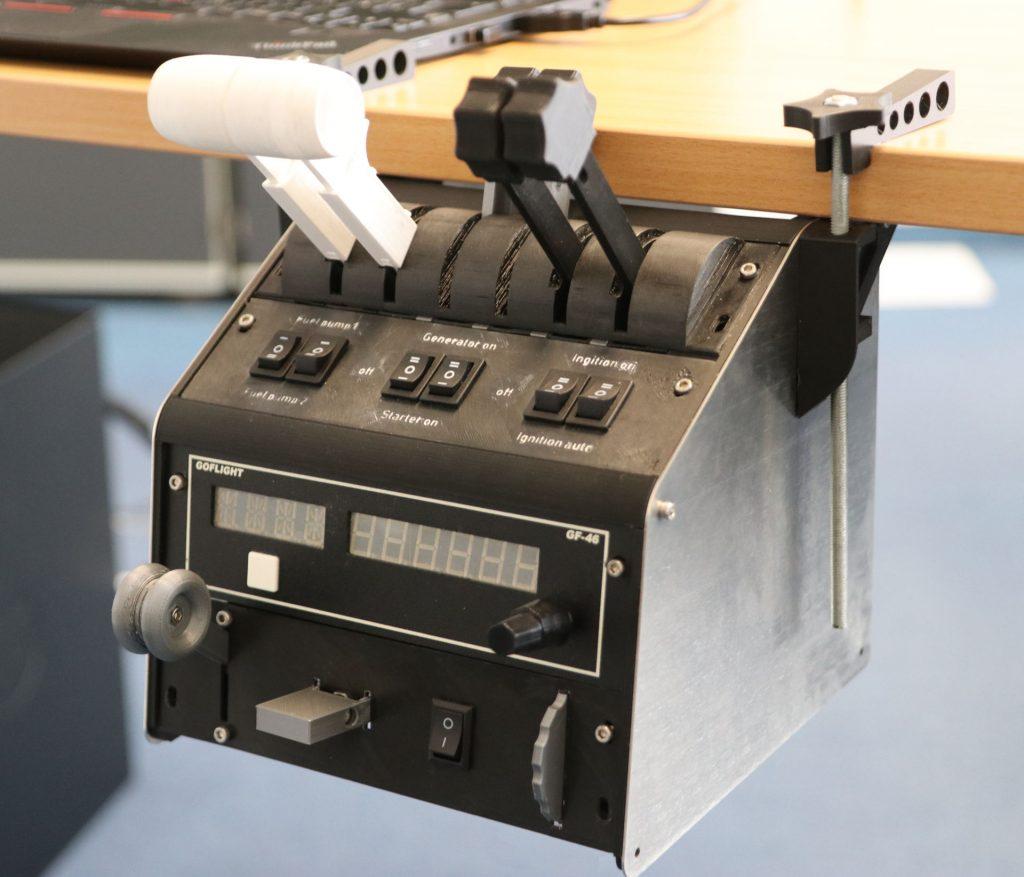 Anwendungsbeispiel mit 4-Engine (FADEC) mit Schubumkehr und unserem Gear-Trim-Flaps-Element. Beispielhaft dargestellt auch ein goflight GF-P8 Modul sowie ein leer abgedeckter Slot.
